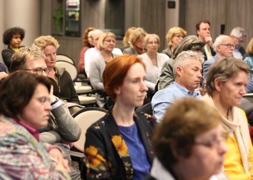Deelnemers zien een presentatie over het LOP