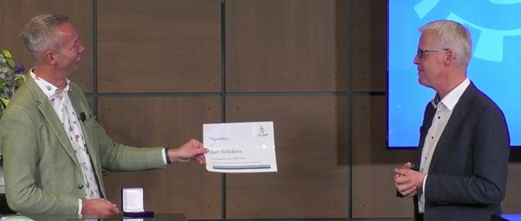 Bart Dollekens neemt de Ramazzini-prijs 2020 in ontvangst